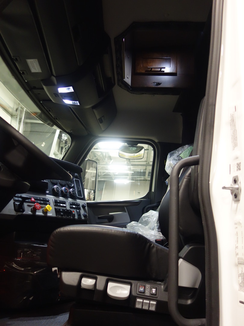2020 Freightliner Cascadia with ARI 156 Inch Legacy II RBSD